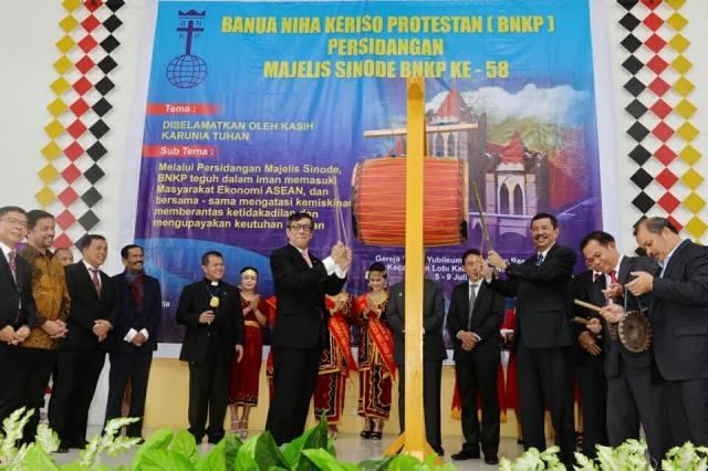 Yasonna Laoly dan Tengku Erry Buka PMS BNKP Ke-58 di Nias Utara