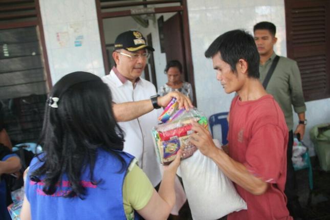 Walikota Medan Bantu Warga Kampung Tsunami Medan Timur