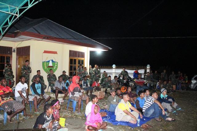 Sinergi TNI dan Pemda, Gelar Nobar Bola Piala Dunia di Perbatasan Papua