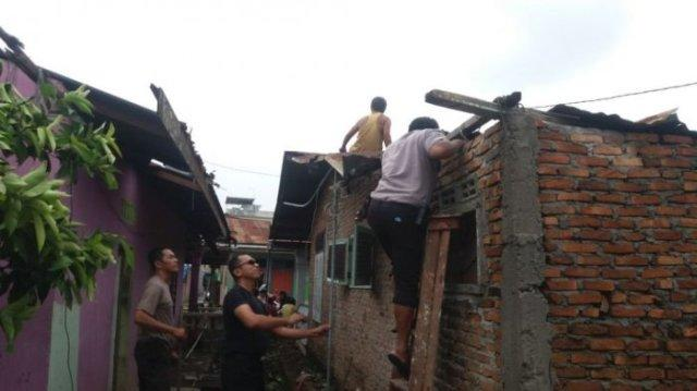 Kapolres Pelabuhan Belawan Beri Bantuan Korban Banjir dan Angin Puting Beliung