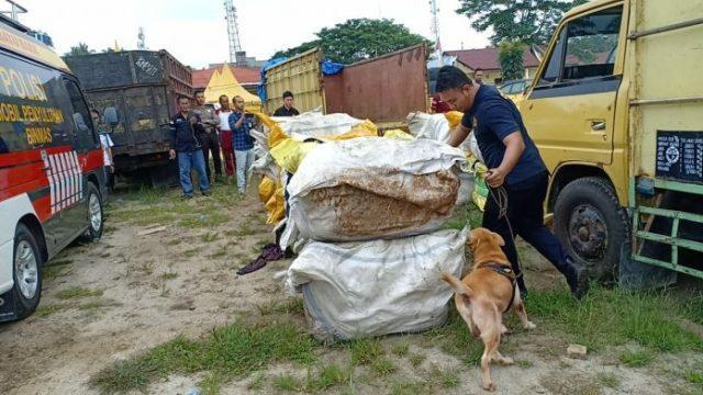 Polres Batubara Turunkan Anjing Pelacak untuk Periksa 262 Bal Monja