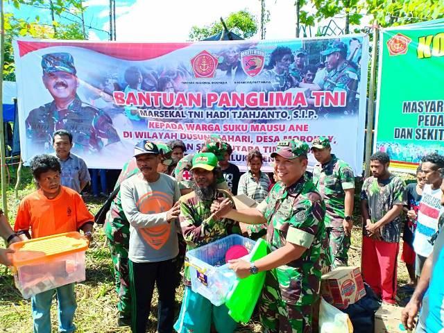 Bantuan Kemanusiaan TNI Untuk Suku Mausu Ane Tiba di Pulau Seram