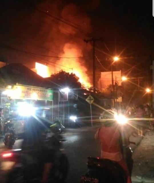 Panglong di Jalan Ibrahim Medan Terbakar