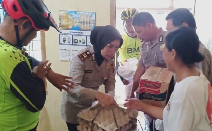 Kapolsek Medan Timur Berikan Tali Asih kepada Warga Kurang Mampu