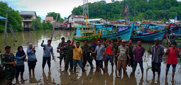 Bakamla Sambas dan Posmat TNI AL Pemangkat Tanam Mangrove di Pelabuhan Rakyat