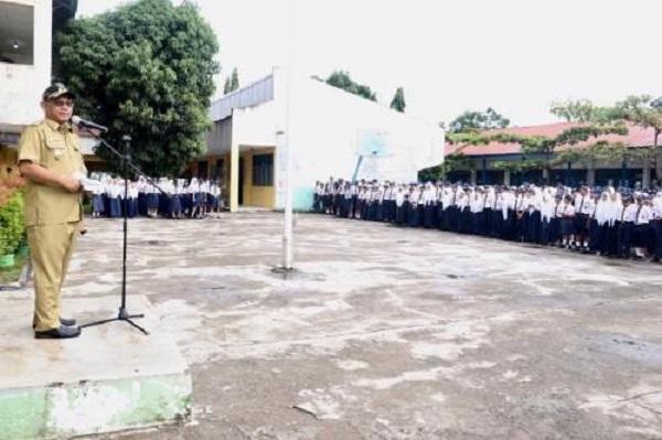 Lihat Sampah Berserakan, Wakil Wali Kota Medan Minta Kepala Sekolah SMPN 27 Medan Gelar Gotong Royong