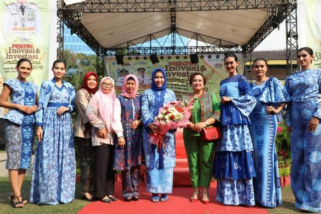 Batik Medan Semarakkan Peragaan Busana Pekan Inovasi dan Investasi Sumut