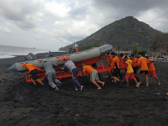 Dua Nelayan Hilang di Selat Lombok Berhasil Dievakuasi SPKKL Bali Bakamla