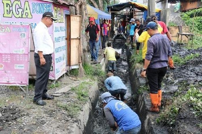 Wakil Wali Kota Medan Tinjau Langsung Pengorekan Drainase di Jalan Marelan