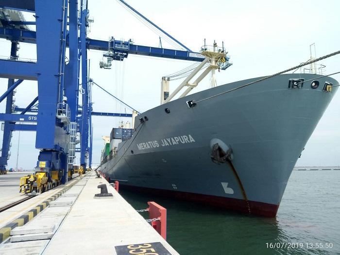 KM Meratus Jayapura Sandar Perdana di Pelabuhan Kuala Tanjung