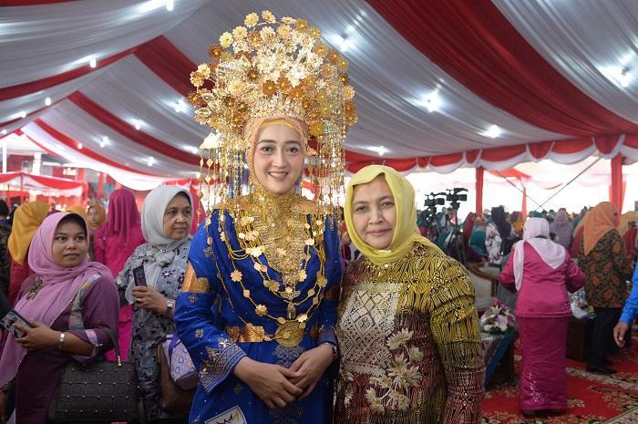 Fashion Show Baju Adat, PKK Sumut Tampilkan Pakaian Adat Melayu Batubara