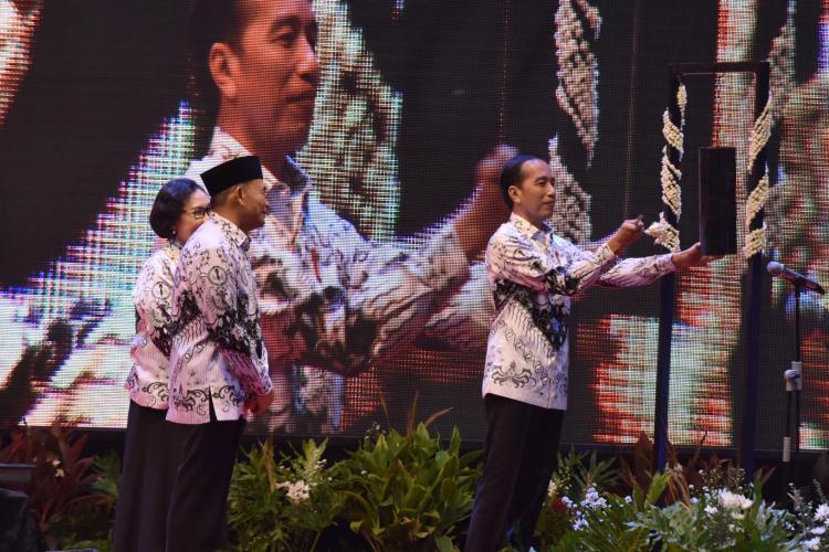 Kelas Bukan Satu-Satunya Tempat Belajar, Presiden Jokowi: Guru Harus Lebih Dari Mengajar