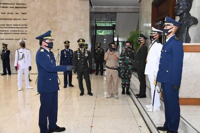 Panglima TNI Lantik 208 Perwira Prajurit Karier TNI di Cilangkap