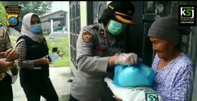 Polresta Deli Serdang Berbagi Sembako Bersama Komunitas Sedekah Jumat