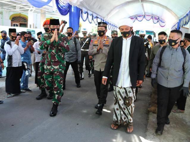 Panglima TNI dan Kapolri Kunjungi Ponpes Sabulul Huda di Madiun, Para Santri Terapkan Protokol Kesehatan