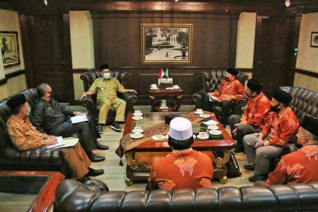 Plt Walikota Medan Terima Audiensi dari IPQAH Kota Medan