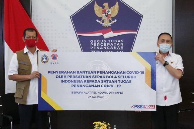 PSSI Serahkan Sumbangan 1200 APD, Liga Indonesia Kembali Bergulir di Bulan Oktober