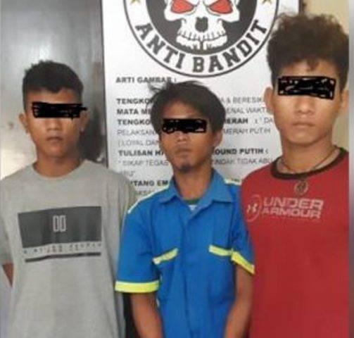 Tiga Pria Komplotan Pencuri HP Diringkus Polsek Pulau Raja