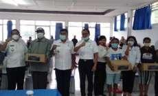 Pandemi Covid-19, Bupati Samosir Salurkan Bansos dari Kemenparekraf Bagi Pelaku Usaha Wisata