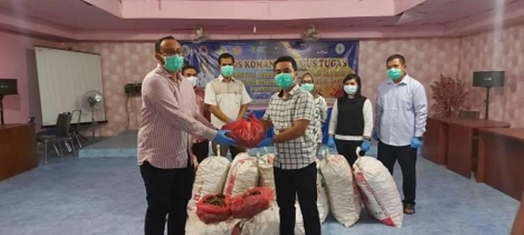 Bupati Tapteng Berikan 450 Kg Jahe Merah kepada Para Nakes