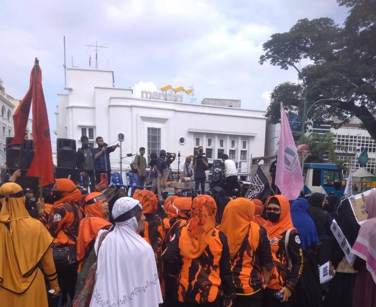 Tolak RUU Haluan Ideologi Pancasila, Ormas dan Pemuda Demo Keliling Lapangan Merdeka Kota Medan