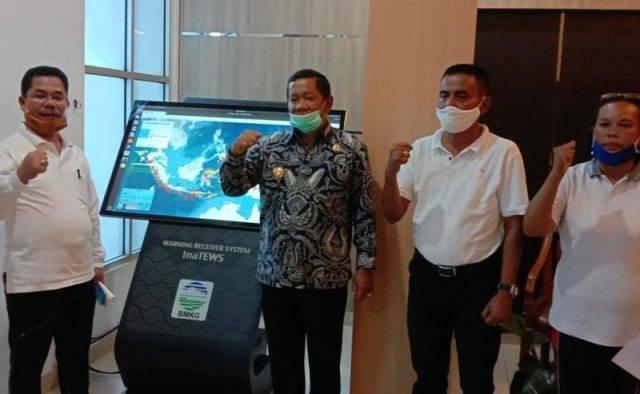BMKG Pasang Alat Peringatan Dini Tsunami dan Gempa di Kantor Bupati Samosir