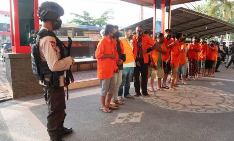 18 Pelaku Kerusuhan Madina Dikawal Pasukan Brimob ke Mapolda Sumut