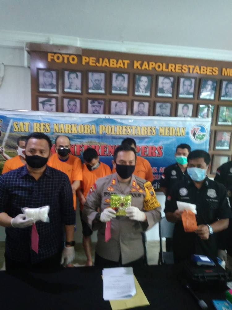 Polrestabes Medan Tangkap Kurir Sabu, Seorang Pelaku Ditembak