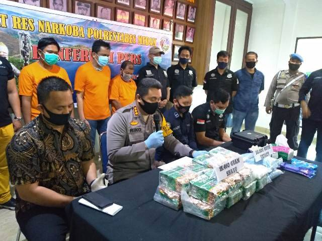 15 Kilo Sabu dari Jaringan Narkotika Medan - Pekanbaru Berhasil Dibongkar SatNarkoba Polrestabes Medan