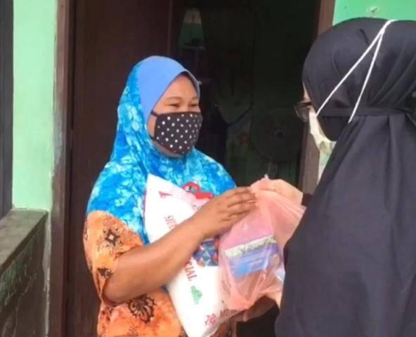 """""""Ayo Tengok Tetangga"""" Kembali Gulirkan Sembako untuk Warga Kurang Mampu di Medan Helvetia"""