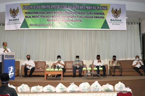 Akhyar Nasution Bersama Baznas Salurkan Zakat untuk Guru dan Kaum Dhuafa di Plaza Millenium Medan