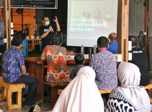 Akhyar Nasution Buka Pelatihan Pembuatan Pot Bunga Mini, Dukung Kreatifitas Generasi Millenial