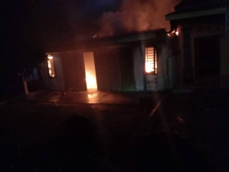 Hidupkan Lilin saat Mati Lampu, Satu Rumah Hangus Terbakar