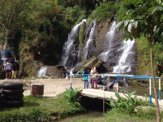 Bah Butong, Air Terjun di Tengah Hamparan Kebun Teh