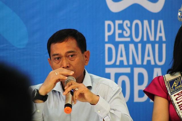 Bupati Simalungun JR Saragih Menangis di Hadapan Menteri Pariwisata