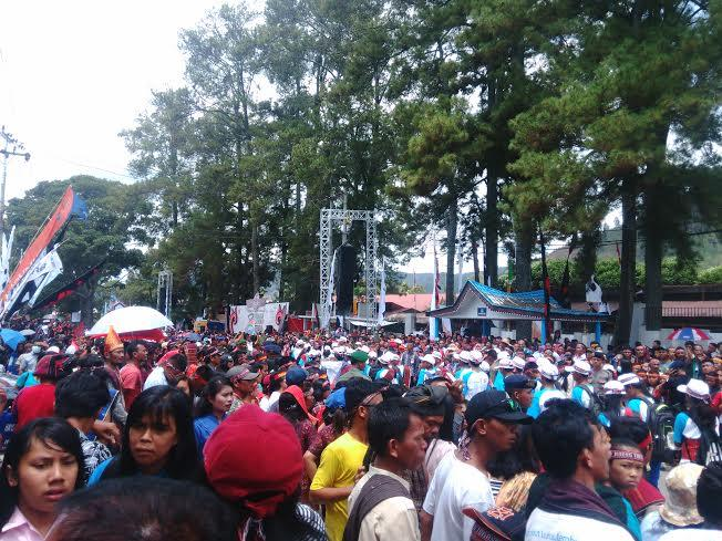 Rela Berpanasan, Ribuan Masyarakat Antusias Tunggu Kehadiran Jokowi