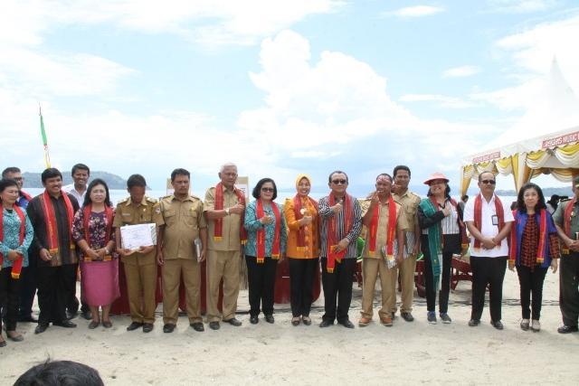 Wagubsu Sebut Pantai Lumban Bulbul Tak Kalah Indah dari Bali