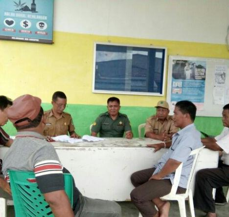 Meriahkan HUT RI ke-72, Babinsa Koramil 05/BD Himbau Warga Kibarkan Bendera Merah Putih