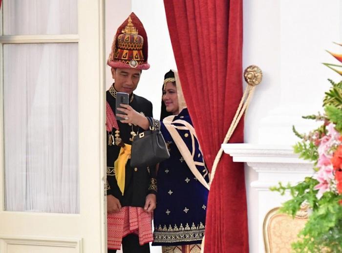 Presiden Jokowi Berbaju Adat Aceh di HUT ke-73 RI