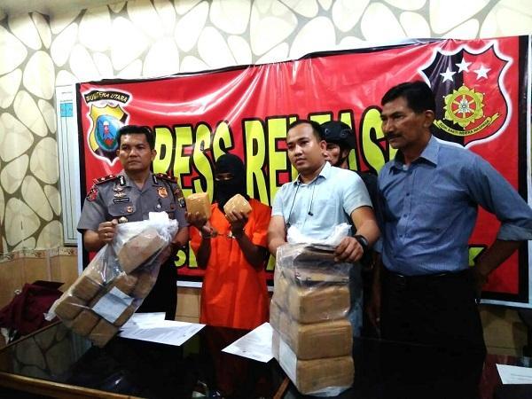 Bawa 16 Kg Ganja ke Pekanbaru, Warga Aceh Diringkus di Stasiun Bus ALS Jalan SM Raja