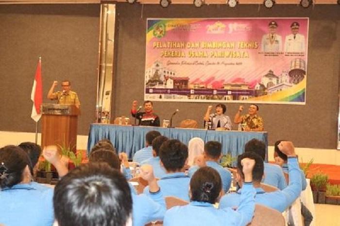 375 Pekerja Usaha Ikuti Bimtek Pariwisata di Hotel Garuda Plaza Medan