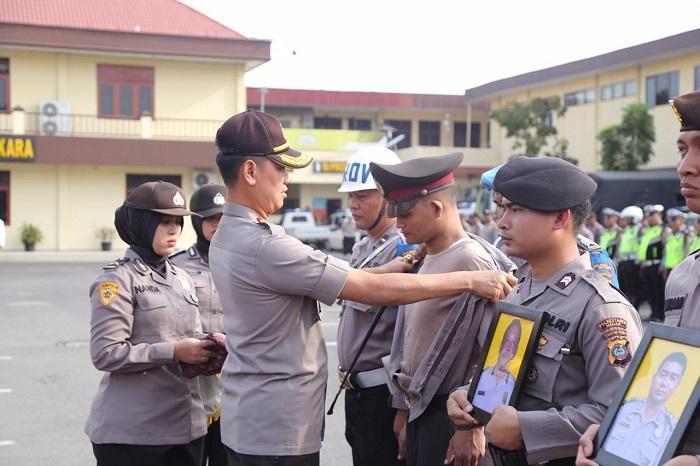 Empat Personel Dipecat, Puluhan Lainnya Terima Penghargaan dari Kapolrestabes Medan