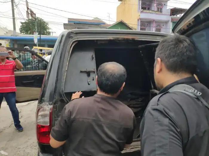 Polisi Ringkus Pelaku Perampokan Uang Ratusan Juta Rupiah