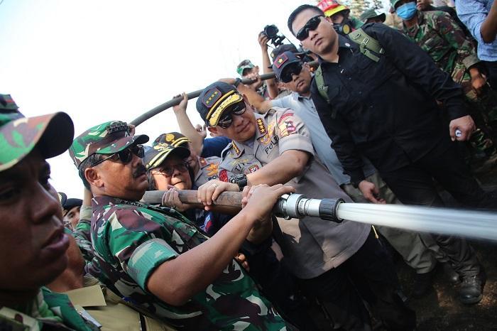 Menteri LHK, Panglima TNI dan Kapolri Tinjau Lokasi Karhutla di Riau