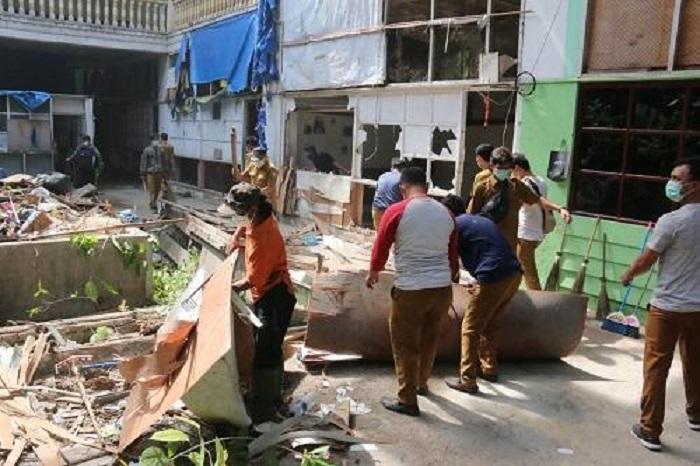 Bangunan Warenhuis di Jalan Hindu Mulai Dibersihkan oleh Pemko Medan
