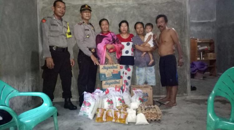 Korban Kebakaran di Desa Mangkai Baru Terima Bantuan Sembako dari Kapolres Batubara