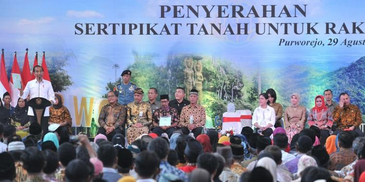 Masih 80 Juta Belum Selesai, Presiden Jokowi: Yang Sudah Pegang Sertifikat Tanah Harus Bersyukur
