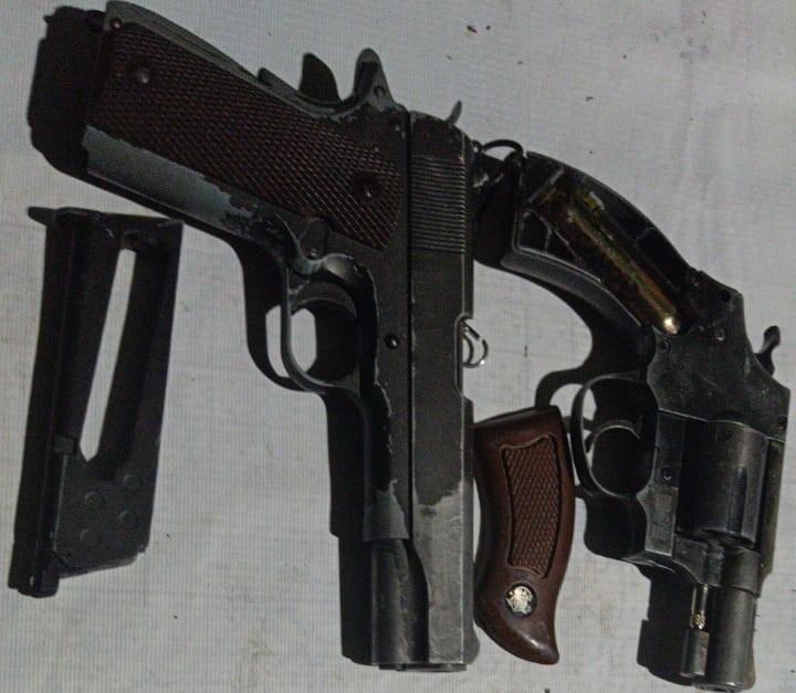 Satgas Pamtas Yonif MR 411/Pandawa Kostrad Amankan Dua Pucuk Senjata