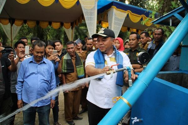 Plt Bupati Labuhanbatu Operasionalkan Pengolahan Air Minum Desa Sennah