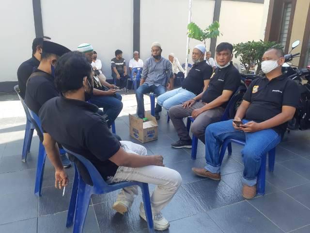 Melayat ke Rumah Duka, Ketua Pewarta Berikan Santunan untuk Keluarga Jurnalis Reza Wibowo